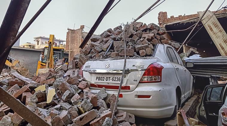 An explosion at a firecracker factory in northern India occurred.